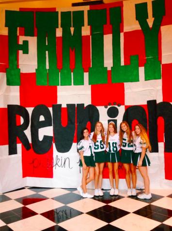 Cheerleaders(Family ReunionBanner)